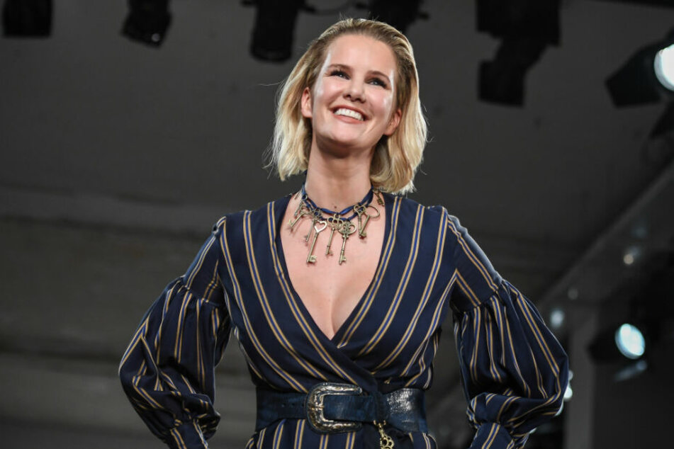 Monica Ivancan bei der Show des Labels Riani bei der Mercedes-Benz Fashion Week in Berlin 2017.