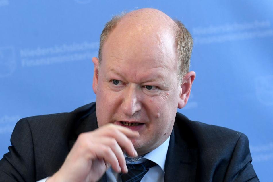 Finanzminister Reinhold Hilbers stellt die Ergebnisse der Steuerschätzung vor.