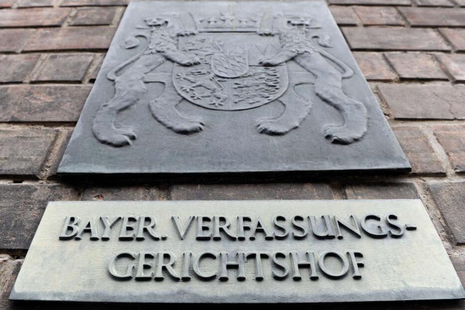 Der Bayerische Verfassungsgerichtshof hat ein Kopftuchverbot bestätigt.