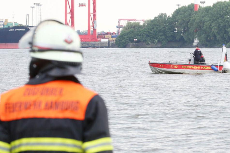 Die Feuerwehr sucht nach einem vermissten Mann in der Elbe (Symbolbild).