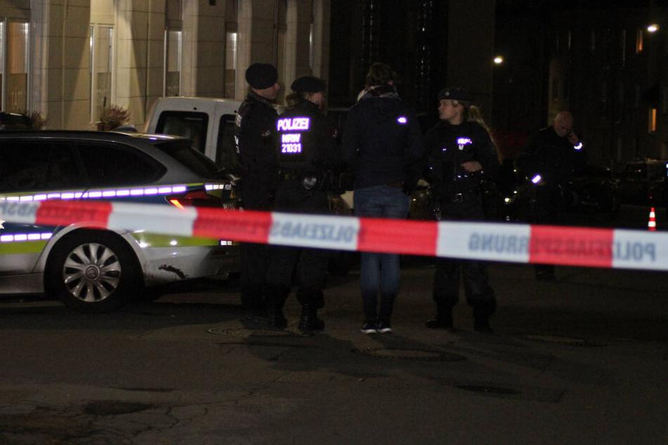 Die Polizei vor Ort am Tatort.