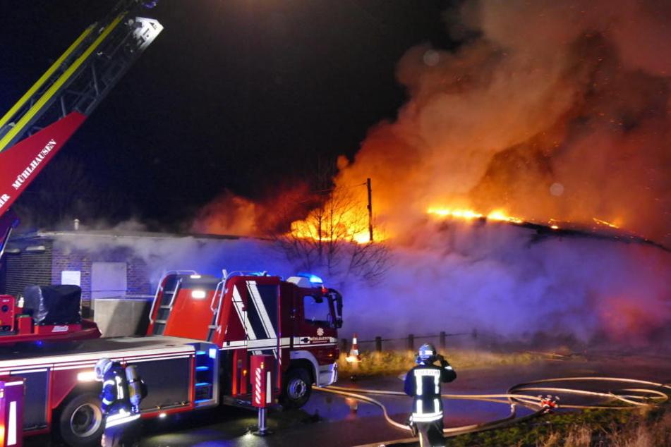 Stundenlang brannte es in der Halle.