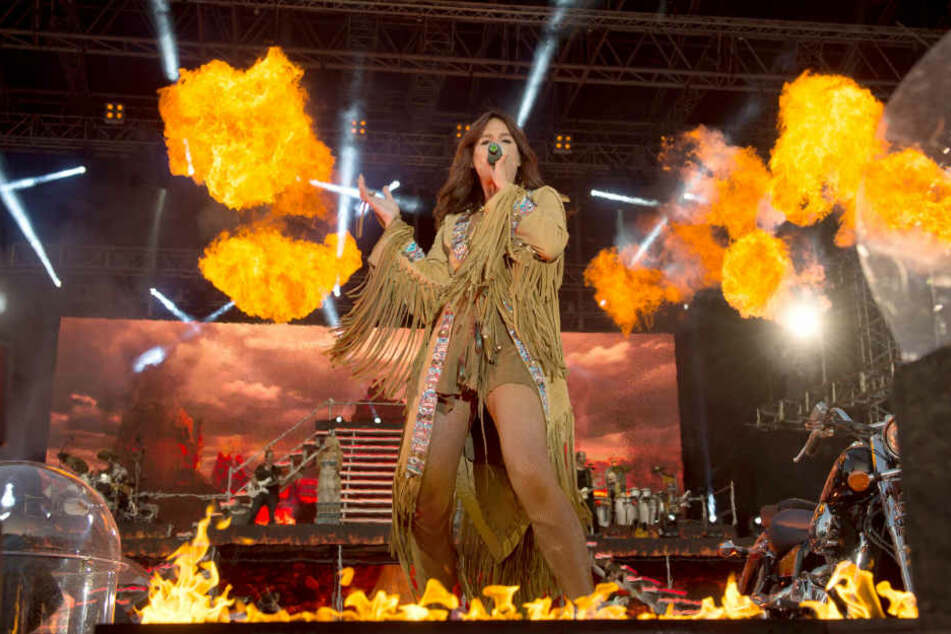 Wurde ein Fan bei einem Konzert von Andrea Berg am Kopf durch den Einsatz von Pyrotechnik verletzt?