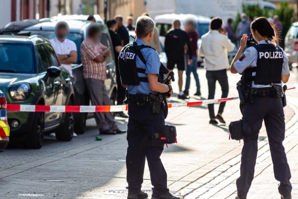Schüsse vor Bar in Worms! Fünf Männer verletzt
