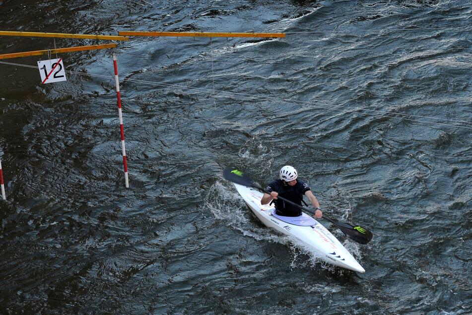 Ein Kajakfahrer musste aus der Ostsee gerettet werden. Er war etwa 250 Meter vor der Küste gekentert. (Symbolfoto)