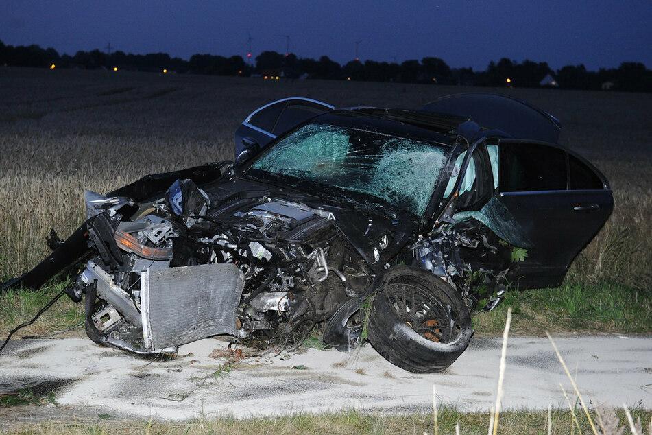 Ein 23-jähriger Berliner Autofahrer stieß nach den Angaben mit einem entgegenkommenden Fahrzeug zusammen.