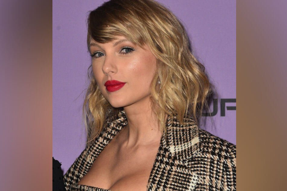 Taylor Swift (31) expressed her admiration for Olivia Rodrigo in an Instragram comment.