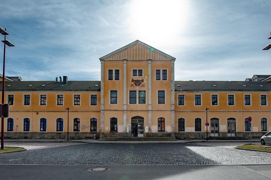 In die Jahre gekommen: Das Bahnhofsgebäude in Freiberg soll saniert werden.