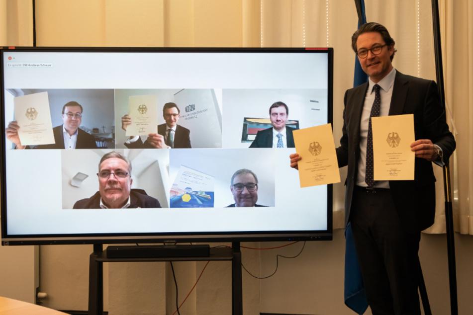 Bundesverkehrsminister Andreas Scheuer (46) überreichte die Förderbescheide in einer digitalen Veranstaltung.