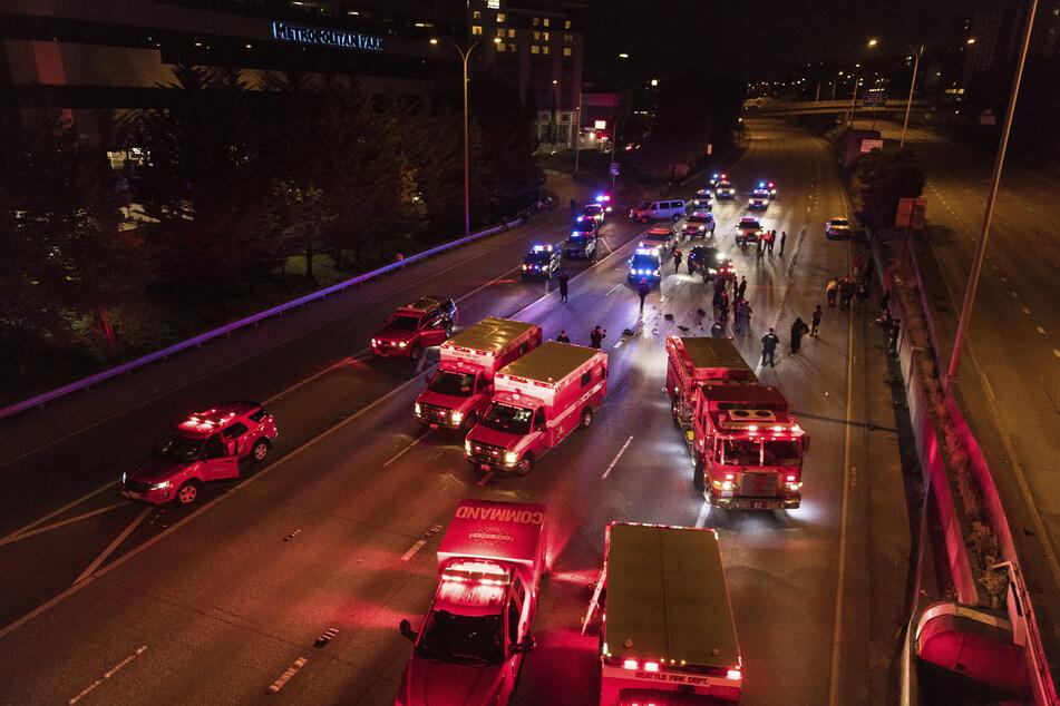 Auto rast in Demonstrantengruppe: Eine Tote und eine Verletzte