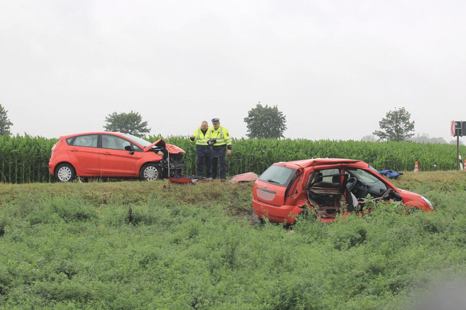 Regenströme in Nordsachsen: Auto gerät in Kurve frontal in Gegenverkehr
