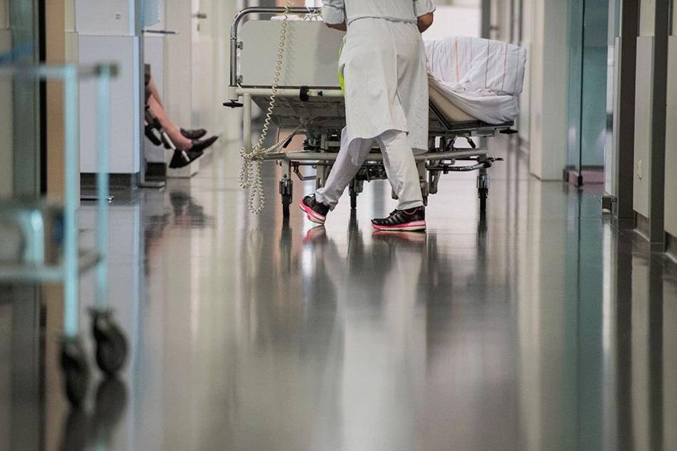 Alle Hände voll zu tun: Reihenweise Grippe-Erkrankte müssen in Sachsens Kliniken aufgenommen werden.
