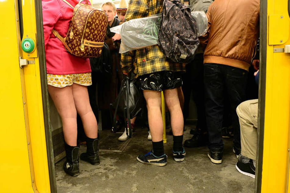 Am Sonntag sind viele Berliner ohne Hose in der U-Bahn unterwegs.