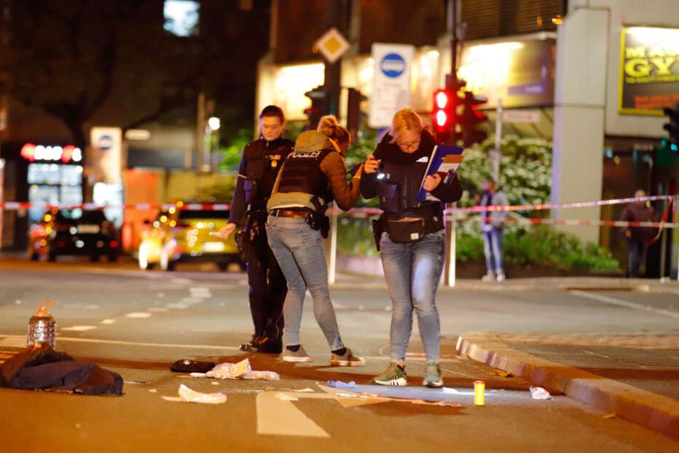 Die Polizei sichert Spuren am Tatort in der Innenstadt.