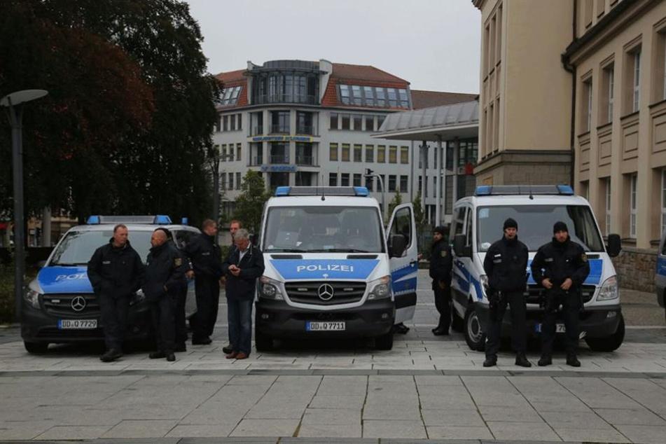 Die Polizei sichert die Innenstadt von Bautzen mit einem Großaufgebot ab.