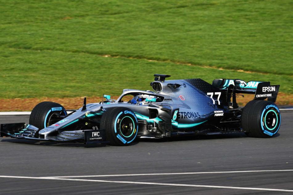 Valtteri Bottas in seinem neuen W10 EQ+ Power beim Shakedown in Silverstone.