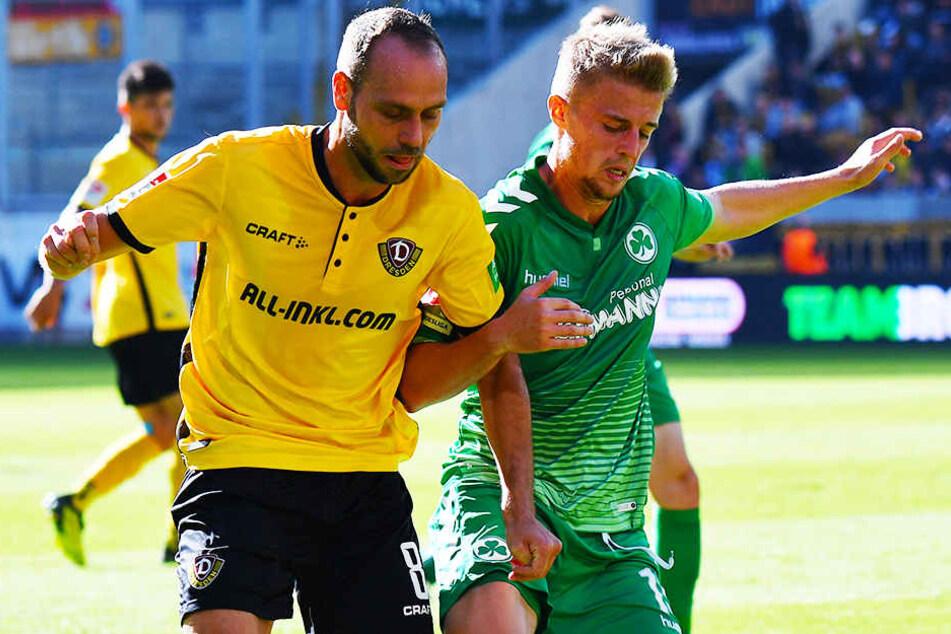 """Wieder mit Sebastian Ernst! Rico Benatelli (l.) im Duell mit dem heutigen Fürther. Dynamo verlor auf eigenem Rasen mit 0:1 - für Benatelli empfand es als eine """"bittere Niederlage""""."""