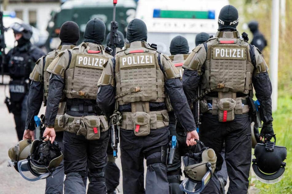 Zwei Terrorverdächtige wurden bei einem Großeinsatz in Wachau bei Leipzig festgenommen (Symbolbild).