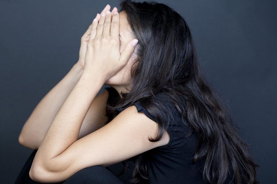 Der Angeklagte behauptet, am Tattag hätte er sich von seiner Freundin trennen wollen. Sie wirft ihm allerdings Vergewaltigung vor. (Symbolbild)