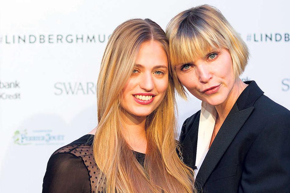 Im April bei der Eröffnung einer Lindbergh-Ausstellung in München: Cosima (l.) und Nadja Auermann (46).