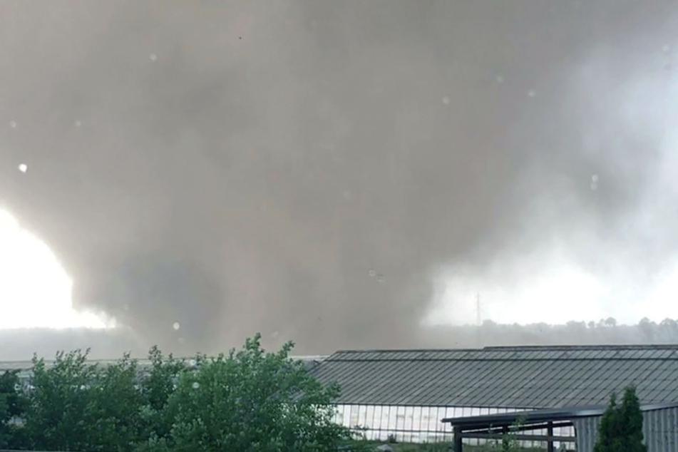 Der Tornado formte sich gegen 17.50 im Kreis Viersen.