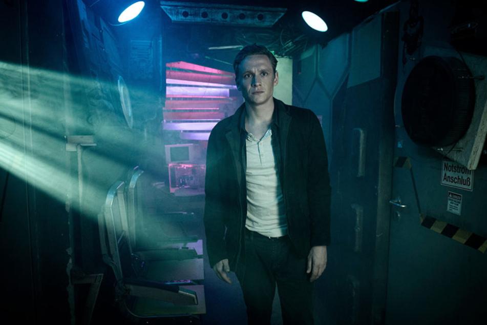 """Matthias Schweighöfer spielt die Hauptrolle in der Amazon-Serie """"You Are Wanted""""."""