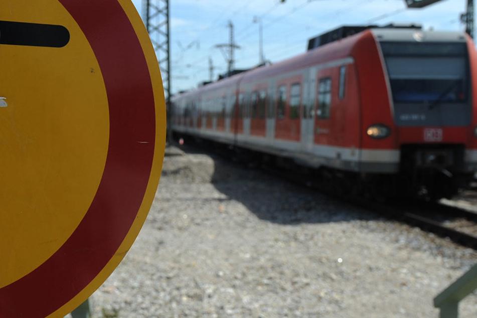 In einer Münchner S-Bahn ist ein 18 Jahre alter Fahrgast komplett ausgerastet (Symbolbild).