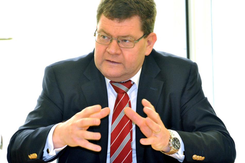 Sozialdezernent Philipp Rochold (parteilos).