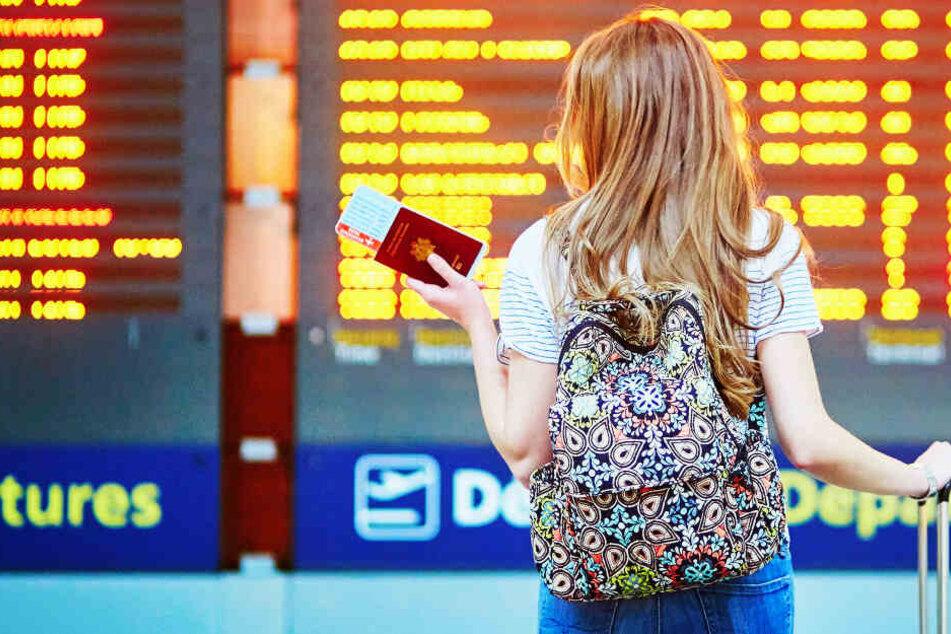 Familie fliegt in den Urlaub, aber 14-Jährige muss am Flughafen zurückbleiben!