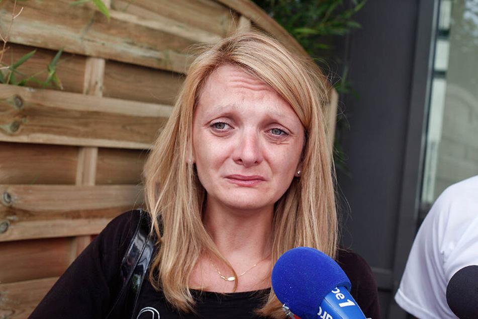 Rachel Lambert, Ehefrau des Wachkomapatienten Vincent Lambert, weint während sie vor dem Sebastopol-Krankenhaus mit Journalisten spricht.