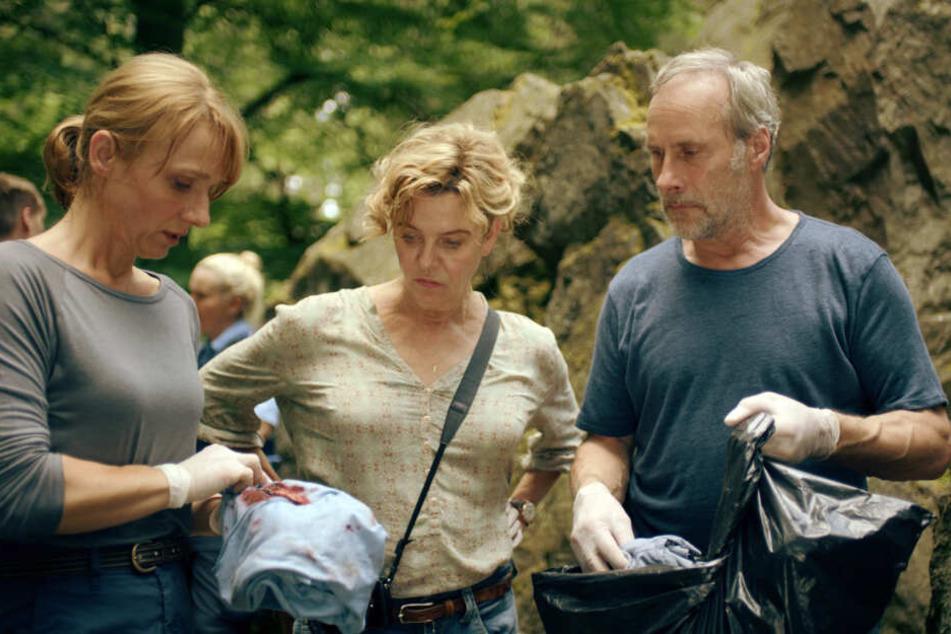 Constanze Lauritzen (Christina Große/Li.), Anna Janneke (Margarita Broich/Mi.) und Paul Brix (Wolfram Koch) sind dem Täter auf der Spur.