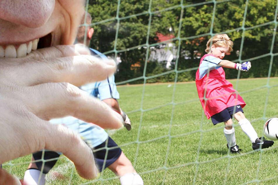 Nach dem letzten Elfmeter eskalierte die Situation am Rande des E-Jugend-Spiels.