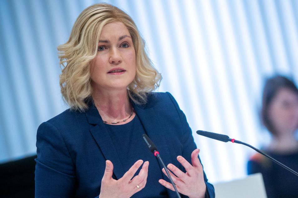 Manuela Schwesig (45, SPD), die Ministerpräsidentin von Mecklenburg-Vorpommern, spricht bei der Landtagssitzung.