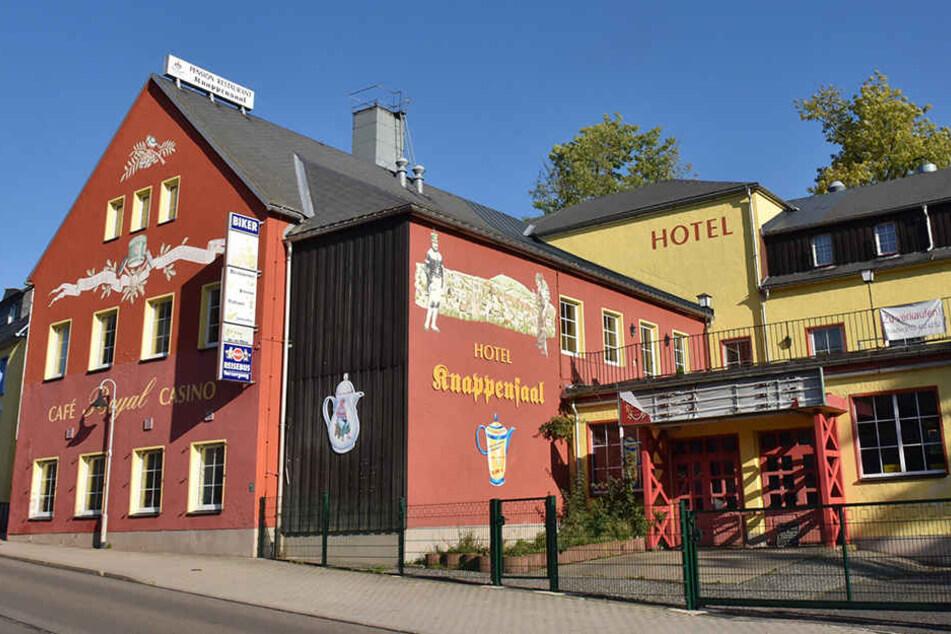 """Das Restaurant des garni Hotels """"Knappensaal"""" empfängt keine Gäste mehr."""