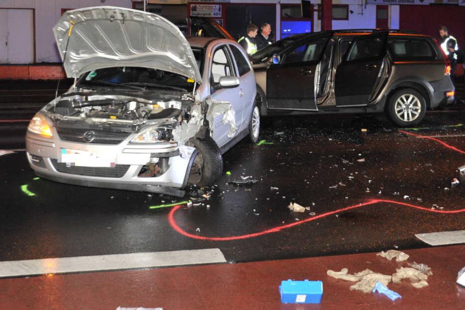 Der Volvo war auf den Corsa aufgefahren und schob den Opel in den vor ihm stehenden Seat.