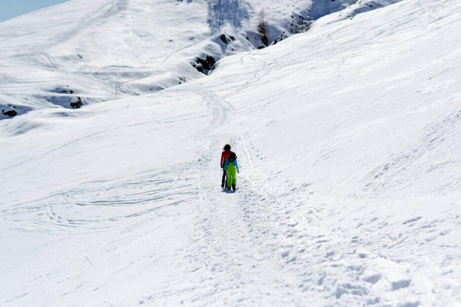 Die Kinder liefen fast einen Kilometer durch den Schnee, ehe sie Hilfe bekamen (Symbolbild).