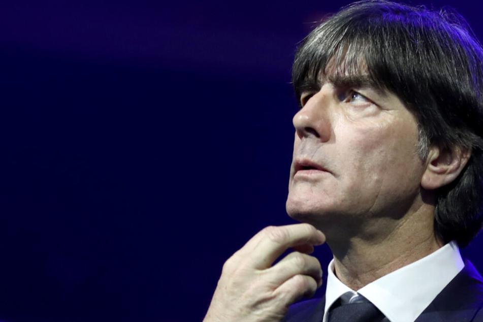 """Der Trainer der Deutschen Nationalmannschaft, Joachim """"Jogi"""" Löw, muss seine Elf gleich zu Beginn auf einen Doppel-Hammer vorbereiten."""
