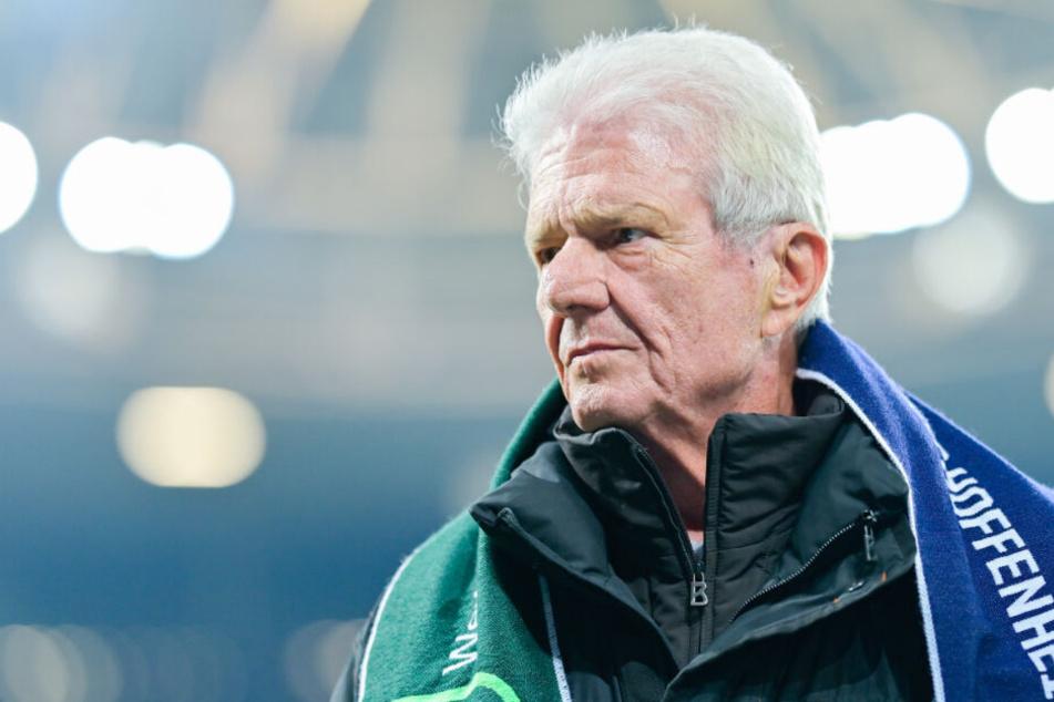 Hoffenheims Mäzen Dietmar Hopp steht vor einem Spiel im Stadion im Januar.