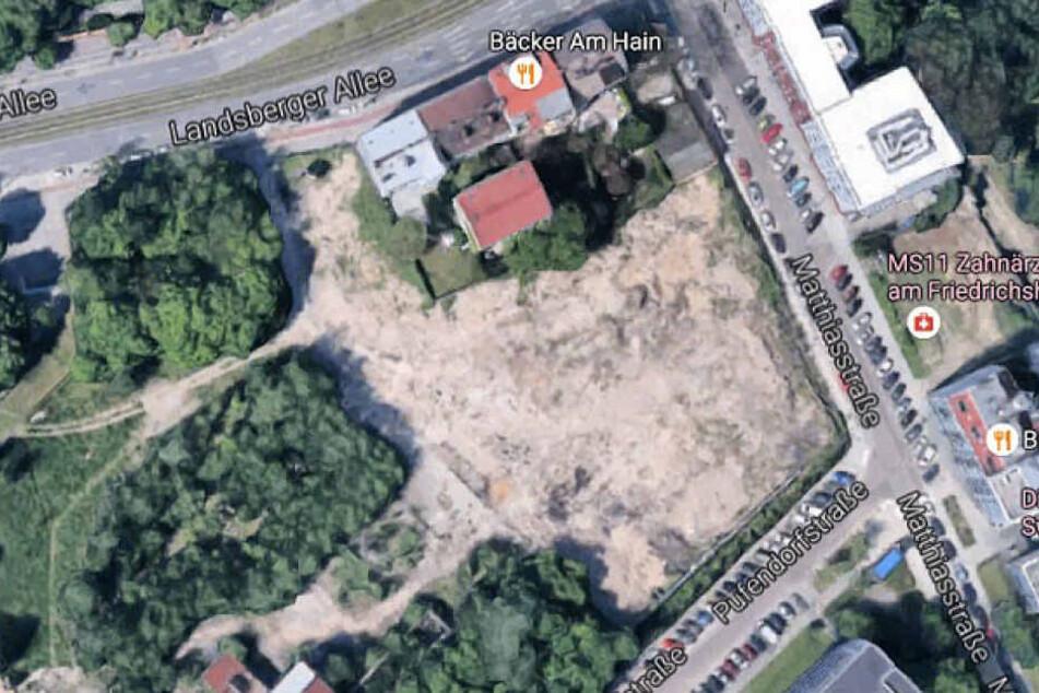 Auf einer Brache mitten in Berlin-Friedrichshain wurde bei Bauarbeiten ein Massengrab entdeckt.