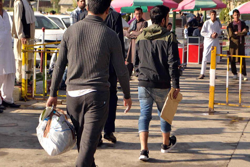 Mit einer Extra-Prämie will das Bundesinnenministerium mehr Asylbewerber dazu bringen, freiwillig das Land zu verlassen.