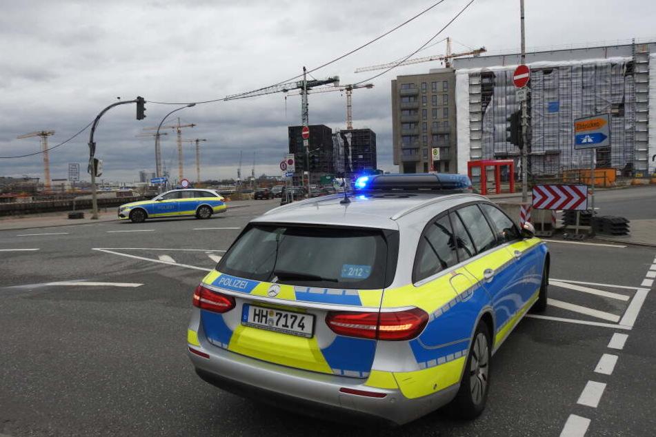 Die Polizei sperrte Teile des Baakenhafens.