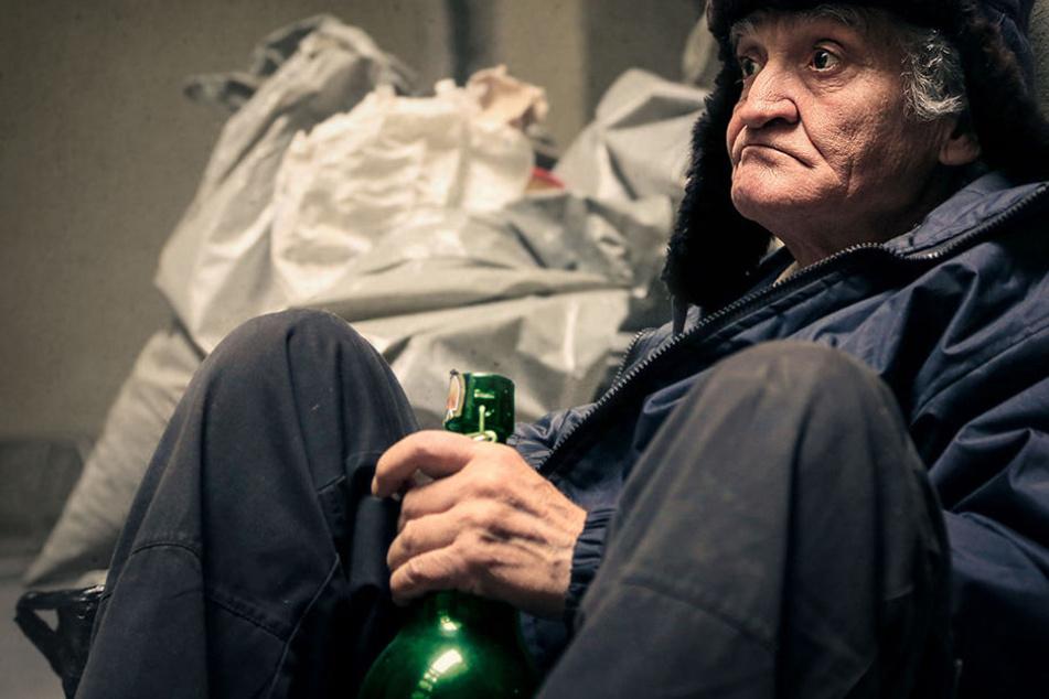Sie haben es sowieso schon nicht leicht. Doch nachts werden die Obdachlosen immer häufiger zu Gewaltopfern.