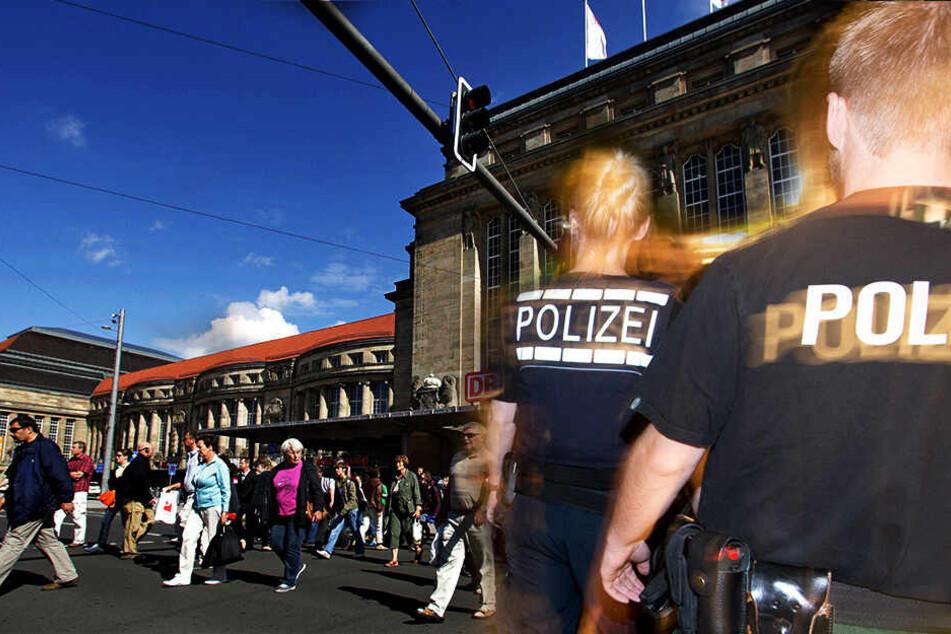 Die Polizei musste am Sonntag zum Hauptbahnhof ausrücken. (Symbolbild, Fotomontage)