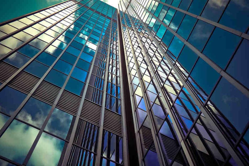 Starker Witterung ausgesetzte Glasfassaden moderner Bürokomplexe sind oftmals schon mit den nano-beschichteten Hightech-Funktionsgläsern ausgestattet.