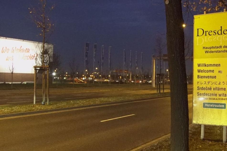 Auch am ElbePark wurde das Willkommensschild beklebt.