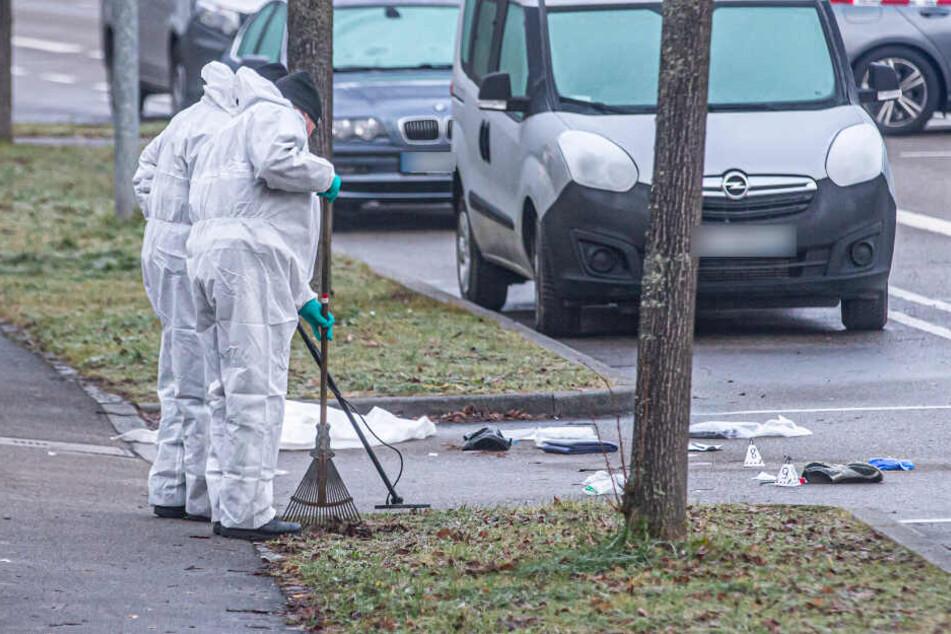 Mitarbeiter der Spurensicherung am Morgen nach den tödlichen Schüssen.