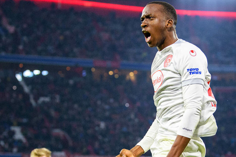 Bejubelt eines seiner drei Tore gegen den FC Bayern München: Fortunen-Stürmer Dodi Lukebakio.