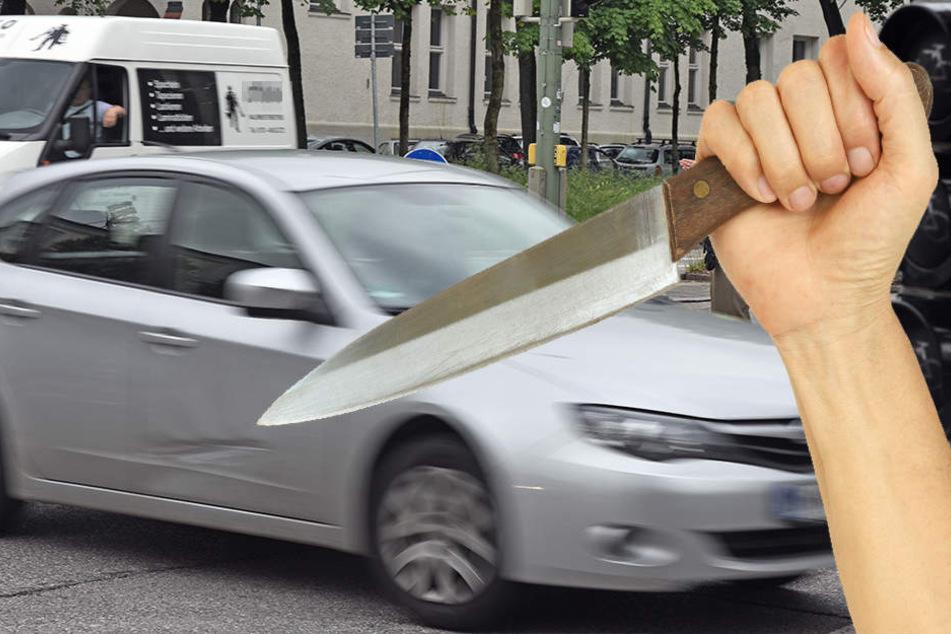 Der Mann stach auf den Beifahrer des anderen Autos ein.