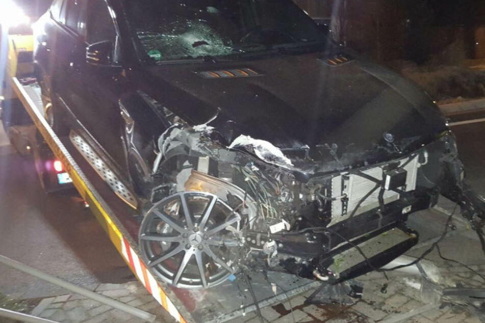 Autsch! 19-Jähriger fährt neuen Mercedes mit 557 PS zu Schrott