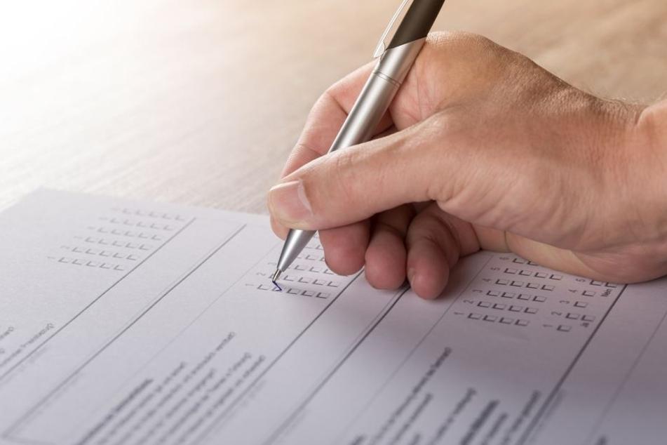 Fragebögen können einer Firma helfen, die Zufriedenheit von Arbeitnehmern und Kunden zu messen.